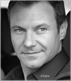 Chris Vance as Frank Martin in Transporter: The Series.
