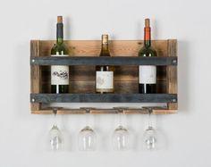 TOUTES LES INFOS SUR LE PRODUIT ET LE DÉLAI DEXPÉDITION SONT EN DESSOUS. Cet article est fait à 100 % avec du bois récupéré. Dans cette pièce, il ny a aucun bois de palette. Nous utilisons ancienne grange et bois de clôture pour faire de ce casier à vin. Le côté droit est parfait pour les grandes bouteilles ce support sadapte à toutes les bouteilles de vin de taille normale. Trous sont prépercés par lentremise du haut de la page pour faire la pendaison très facile. Nous recommandons…
