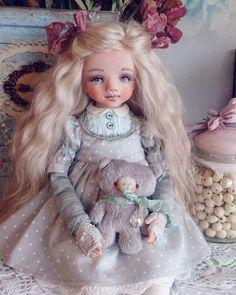 168 отметок «Нравится», 12 комментариев — Юлия Ильина.Авторские куклы. (@ilinayuliya) в Instagram: «Доброе утро💗 Кнопочка дом нашла 💗💗💗 ... А я пока в раздумьях, чем сегодня заняться.  #куклы…»