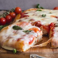 No Knead Pizza Dough, make it thick crust or thin! No over 12 hour rising time, ready in two hours. Pizza Margherita never tasted so good! Italian Dishes, Italian Recipes, Kitchen Recipes, Cooking Recipes, No Knead Pizza Dough, Main Dishes, Lunch, Dinner, Breads