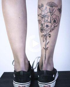 Flower Leg Tattoos, Flower Bouquet Tattoo, Back Of Leg Tattoos, Girl Leg Tattoos, Simple Flower Tattoo, Back Of Shoulder Tattoo, Badass Tattoos, Rose Tattoos, Tatoos