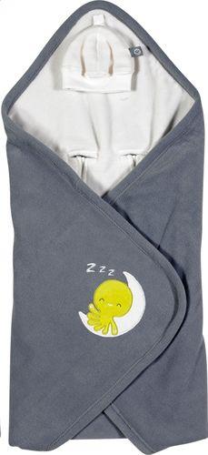 De wikkelcape van Dreambee houdt je baby lekker warm. Bovendien kan Otto zo mee op stap! In de autostoel, de draagbare autostoel, de draagmand enz.