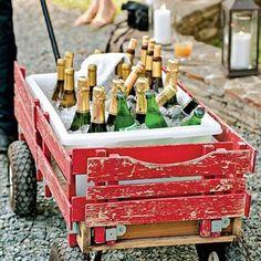 Hoy en el blog os proponemos distintas opciones para presentar las bebidas bien frías en vuestra boda!! http://www.unabodaoriginal.es/blog/donde-como-y-cuando/decoracion/cold-drinks