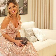 """About yestarday... Vou fazer #overposting sobre ontem por que estava me """"sentindo"""" com esse dress divo que aluguei na @dress_and_go e agora estou na sofrência por que não quero devolver  #euusodressandgo #lookofthenight #aboutlastnight #aboutyesterday #lookfesta #lookcasamento #weddinglook #weddingoutfit #rose #pink #dress #girisbioggers #instaglam #instalook"""