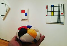 Korean five cardinal color's pincushion & Mondrian,  MoMA museum in New York.  9/9/2016 #조각보 #규방공예 #바늘방석 #바늘겨레 #pincushion #Jogakbo #handsewing #mondrian #moma #momamuseum