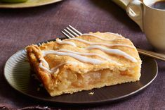 Serve 16 with these delicious Apple Pie Bars! Watch our video to watch how to serve a crowd with these delicious Apple Pie Bars for dessert. Kraft Foods, Kraft Recipes, Apple Desserts, Apple Recipes, Fun Desserts, Dessert Recipes, Dessert Ideas, Pastries Recipes, Dessert Healthy