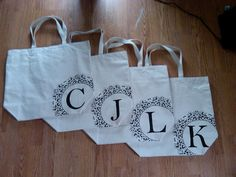 DIY Bridesmaid bags   http://scarlettmiller.blogspot.com/2012/02/diy-doily-bags.html