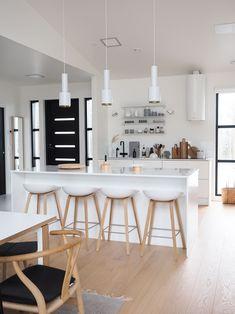 avokeittiö saareke jakkarat Happy House, Interior Styling, Lounge, The Originals, Table, Furniture, Inspiration, Home Decor, Kitchen Ideas