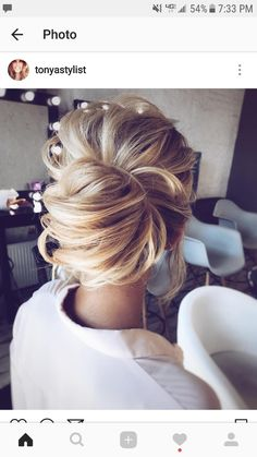 Wedding updos for medium hair always look trendy and romantic. Pick the most appropriate variant of wedding hairstyles from our new list! Bride Hairstyles, Pretty Hairstyles, Formal Hairstyles, Little Girl Wedding Hairstyles, Beach Hairstyles, Elegant Hairstyles, Wedding Hair And Makeup, Hair Makeup, Wedding Hair Blonde