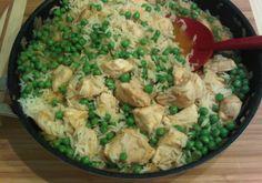 Hähnchenpfanne mit Erbsen und Reis
