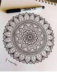 Easy Mandala Drawing, Mandala Sketch, Mandala Doodle, Mandala Art Lesson, Simple Mandala, Doodle Art Drawing, Mandala Artwork, Zentangle Drawings, Mandala Painting