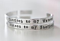 Hey, diesen tollen Etsy-Artikel fand ich bei https://www.etsy.com/de/listing/206414498/sherlock-und-watson-manschette-armband