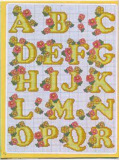 Primaveril no muro... : Monograma com flores em ponto cruz.