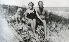Katarzyna Kobro and Władysław Strzemiński (and enthusiastic dog) on the beach in Chałupy in August 1928