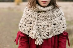 Granny Square Capelet - free super chunky child/adult crochet pattern at Teal & Finch