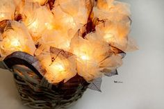 Электрогирлянды из скелетированых листьев. Чудесная романтическая электро гирлянда с 20ю цветами из скелетированных листьев     листья не хрупкие, вымочены в специальном растворе, что придает им мягкость    возможны разные варианты расцветки    гирлянды только на заказ!