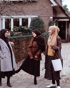 k mentions Jaime 17 commentaires Zaskia Sungkar ( s Tesettür Ayakkabı Modelleri 2020 Modern Hijab Fashion, Modesty Fashion, Hijab Fashion Inspiration, Muslim Fashion, Hijab Elegante, Hijab Chic, Skirt Fashion, Fashion Outfits, Womens Fashion