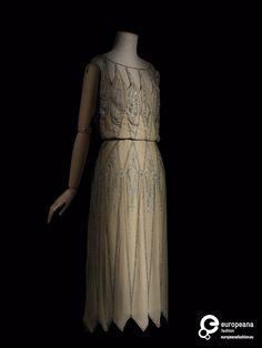 1922 Dress, Madeleine Vionnet, via Les Arts Décoratifs.