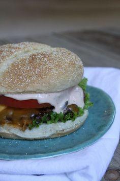 Best Burger Sauce Recipe from RecipeGirl.com #best #burger #hamburger #burgers #hamburgers #sauce #recipe #RecipeGirl Hamburger Relish Recipe, Good Burger Sauce Recipe, Best Burger Sauce, Hamburger Sauce, Burger Sauces Recipe, Hamburger Seasoning, Burger Recipes, Keto Sauces, Thousand Island Dressing