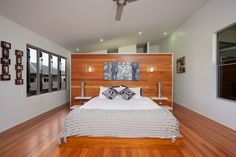 Main bedroom with built in bed - Lakehouse015.jpg (1080×720)