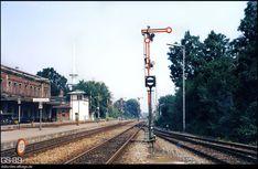 Electric Locomotive, Cn Tower, Wallpaper, Building, Travel, Railroad Tracks, World, Viajes, Wallpapers