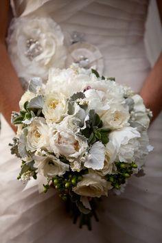 Image from http://junebugweddings.com/img/photobug/January2012/garden-wedding-at-the-parador-in-texas-mckenna-tommy-kathryn-krueger-photographer-5.jpg.