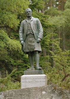 Statuecommissionedby Queen Victoria of John Brown at Balmoral Castle