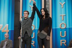 Still of Josh Hutcherson and Jennifer Lawrence in The Hunger Games: Catching Fire