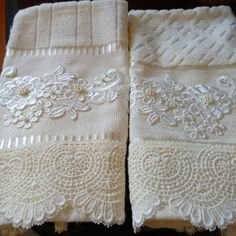 decorative hand towels set of 2 - PIPicStats Sewing Hacks, Sewing Crafts, Sewing Projects, Decorative Hand Towels, Towel Crafts, Shabby Chic Pink, Linens And Lace, Bathroom Towels, Sofa Pillows