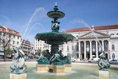 LISBOA, PORTUGAL. Teatro D. Maria II, Praça do Rossio. Foto por João Leitão.