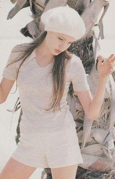 Antes do sucesso como atriz, Jolie apostou na carreira de modelo (Foto: Reprodução/Daily Mail)