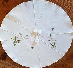 연잎다포 : 네이버 블로그 Ribbon Embroidery, Hand Sewing, Traditional, Quilts, Stitch, Pillows, Holiday Decor, Blog, Home Decor