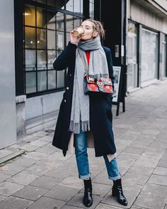 5 Important Career Lessons Most People Learn Too Late In Life Winter outfit layers - scarf, long coat, jeans, and black booties Outfits Casual, Mode Outfits, Classy Outfits, Pretty Outfits, Fashion Outfits, Beautiful Outfits, Trend Fashion, Look Fashion, Fashion Brands