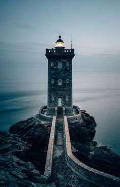 If the main character does not live in an apartment , a lighthouse not too far away from the city could be another option. It would add to the characters loneliness. Lighthouse Pictures, Lighthouse Art, Lighthouse Keeper, Beautiful Places, Beautiful Pictures, Sea Photography, Beacon Of Light, Water Tower, Am Meer