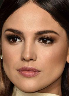 Close-up of Eiza González at the 2016 Vanity Fair Oscar party.