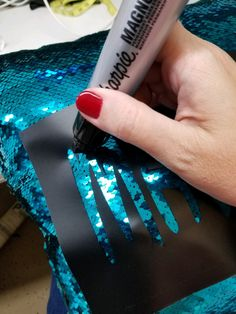 1f526ef0eca42b I m sure you probably love mermaid sequin fabric as much as I do! I have a  super quick and easy way to make the sequine…