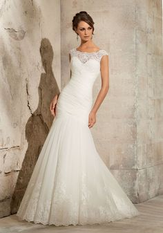 Mori Lee 5305 Lace Fit & Flare, Bateau neckline, Ivory Size 12 wedding dress