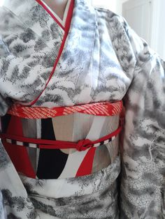 """tanuki-kimono: """" Personnal collection : sumie landscape houmongi / silver, red and black geometrical nagoya obi / (quickly and poorly put on) red date eri / red shibori obiage / red, white and dark purple obijime (Even if it just plays on kimono..."""