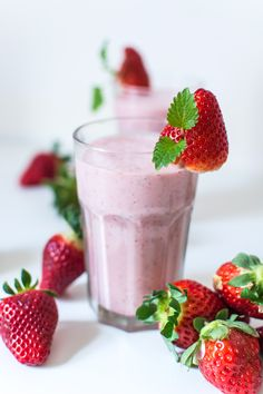 Smoothies have grown very popular over the years, with fruit smoothies being at the top of the list of favorite beverages. Many people already consume fruit smoothies regularly and have praised the… Fruit Smoothies, Healthy Breakfast Smoothies, Strawberry Smoothie, Yummy Smoothies, Eat Healthy, Healthy Salads, Healthy Recipes, Smoothie Recipes For Kids, Smoothies For Kids