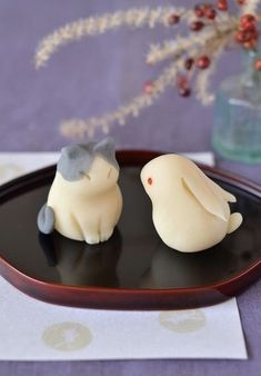 cute kawaii wagashi, japanese sweets, bunny and cat Japanese Sweets, Japanese Wagashi, Japanese Food Art, Japanese Candy, Cute Desserts, Dessert Recipes, Desserts Japonais, Cute Food, Yummy Food
