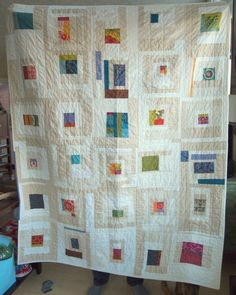 I like this idea for a quilt. Quilting Projects, Quilting Designs, Sewing Projects, Low Volume Quilt, Neutral Quilt, Log Cabin Quilts, Log Cabins, Contemporary Quilts, Fabric Art