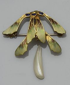 Art nouveau pendant in the form of sycamore seeds with naturalistic enamelling and sapphire accents, supporting a baroque pearl drop