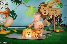 ion 's birthday cake smash session!) Zoo decorations or jungle with wild animals? Lion Birthday, Jungle Theme Birthday, Safari Theme Party, Wild One Birthday Party, Baby Boy 1st Birthday, Boy Birthday Parties, Birthday Cake, Smash The Cake Safari, Baby Cake Smash