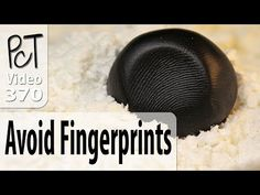 Video Learning the tips and tricks for getting rid of fingerprints from your polymer clay creations, will help you to achieve more professional looking. Baking Polymer Clay, Polymer Clay Ornaments, Polymer Clay Bracelet, Polymer Clay Canes, Polymer Clay Flowers, Fimo Clay, Polymer Clay Projects, Polymer Clay Creations, Ceramic Clay