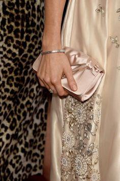 Globo de Ouro 2015 - Sienna Miller clutch