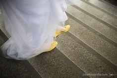 noiva de sapatilha amarela!
