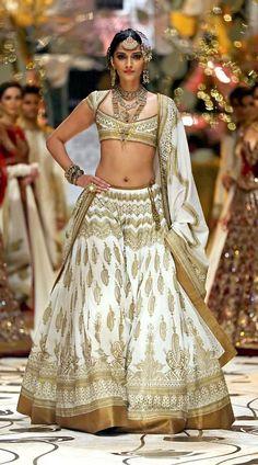 Sonam Kapoor Indian Bridal Fashion Week Bollywood Replica Lehenga Choli