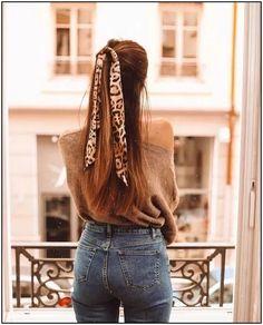 Turbantes e faixas da Moda 2020 ( + Fotos incríveis!) -Tiaras, Turbantes e faixas da Moda 2020 ( + Fotos incríveis!) - high waisted jeans 150 Fall Outfits to Shop Now Vol. 4 / 136 30 Chic Headscarf Hairstyles To Evoke A Sense Of Luxury Hair Scarf Styles, Curly Hair Styles, Headband Hairstyles, Fall Hairstyles, Bandana Hairstyles For Long Hair, Easy Hairstyle, Fringe Hairstyles, Quick Hairstyles, Party Hairstyles
