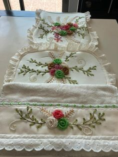 Decorative Boxes, Tableware, Fabrics, Home Decor, Bathroom Crafts, Basket Weave Crochet, Crafts, Hampers, Embroidered Towels