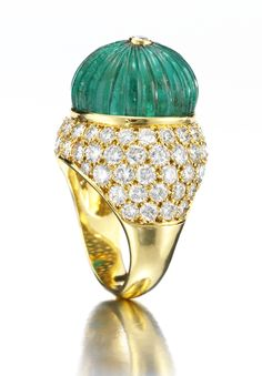 Van Cleef & Arpels. Gold, diamond and carved emerald ring.♥≻★≺♥